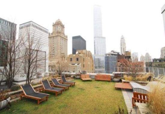 MDA Chicago City Apartments: Exterior