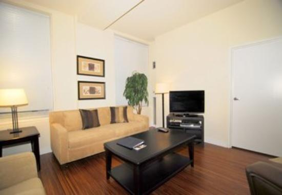 MDA Chicago City Apartments: Living Room