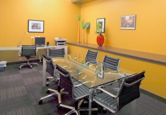 MDA Chicago City Apartments: Business Center