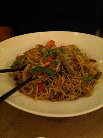 Ling's Cuisine : Singapore noodles