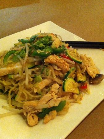 Ling's Cuisine : Chicken stir fry with ramen noodles