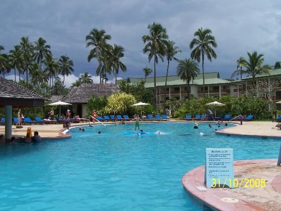 نافيتي ريزورت: Resort pool with accommodation in background 