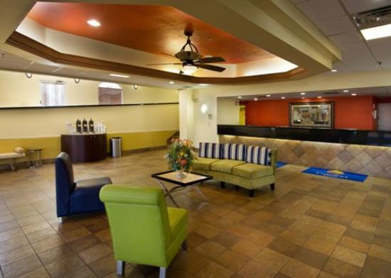Quality Inn & Suites Winter Park Village Area: Lobby