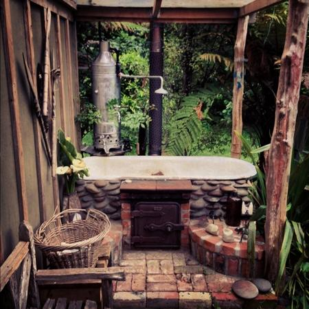 The Flying Fox: outdoor bath at the brewers cottage