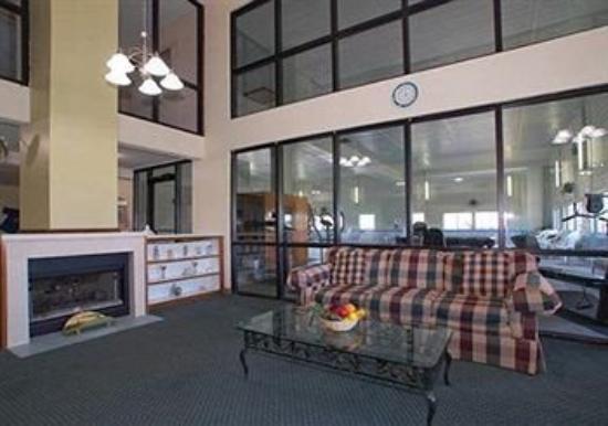 Premier Inn & Suites: Lobby