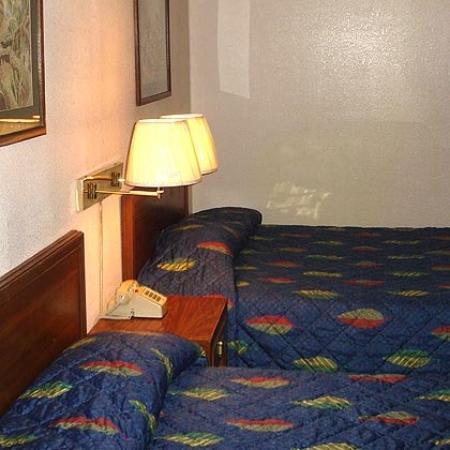 Value Lodge Brownwood: Bed