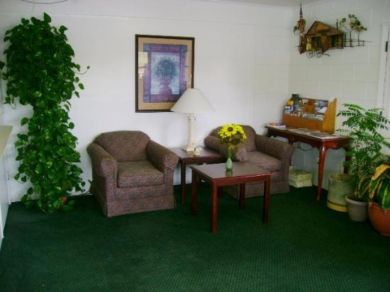 Sherwood Motel: Sherwood Lobby