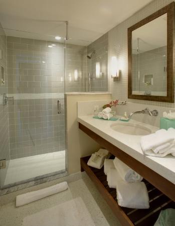 Orchid Key Inn: Deluxe Bathroom