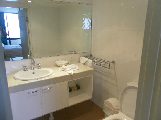 Pacific Towers Beach Resort: Bathroom 1