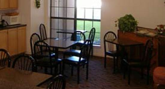 Plaza Inn & Suites: Breakfast Area