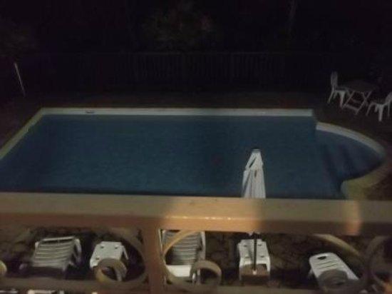 La Marmotte: la piscine de nuit