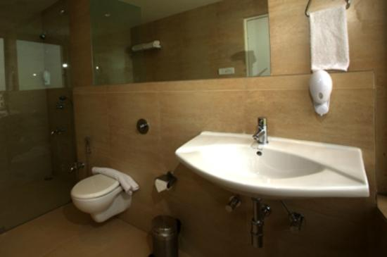 Mango Hotels, Agra - Sikandra: Bathroom