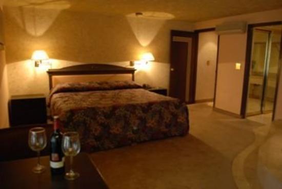Hotel 5: Gst Rm Ste 1