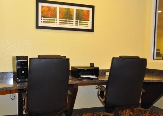 Comfort Inn & Suites Orange: Business Center