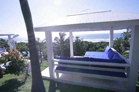 Days At Sea Beach Lodge: View from the daybeds