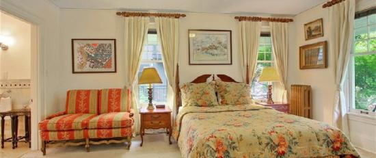Bed & Breakfast On Broadway: Guest Room