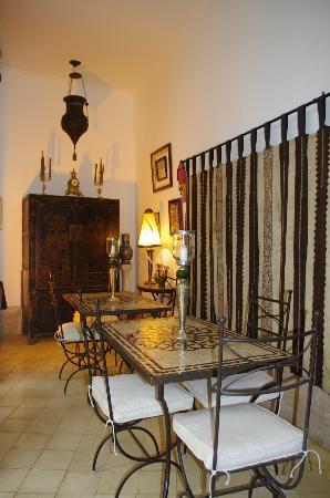 Riad Dar Oulhoum: salle à manger