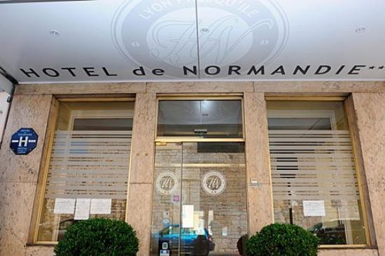 Hotel de normandie hk 375 h k 4 2 9 updated 2017 for Pool show lyon france