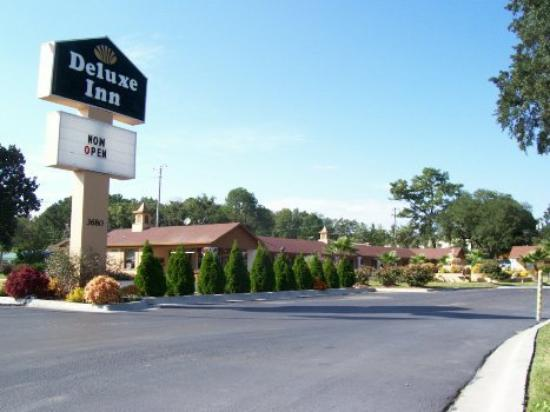 Deluxe Inn: Other Hotel Services/Amenities