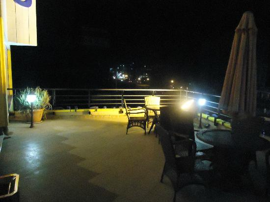 Wassamar Hotel : 2nd floor terrace