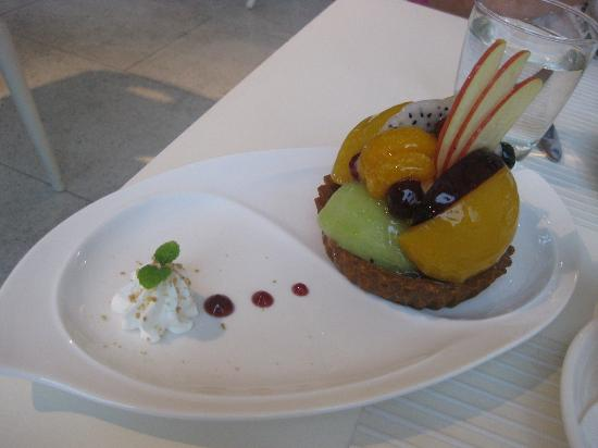 Taipei Story House Tearoom: The fruit tart was delicous and pretty!