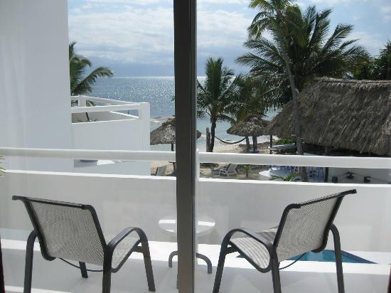 ماتا روكس ريزورت: looking at balcony from inside room 