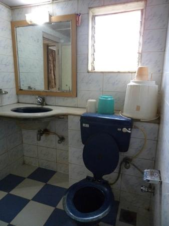 Hotel Panorama Restaurant : Old and worn out bathrooms