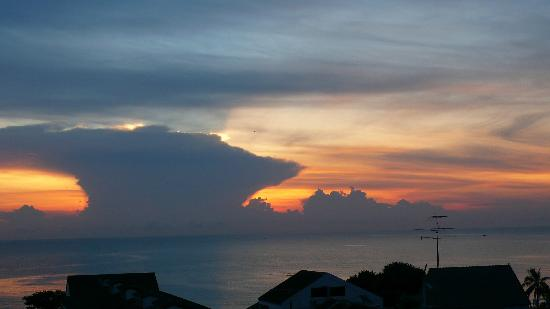 سيرا ريزورت تشام: ฟ้ายามเช้ารอพระอาทิตย์ขึ้น 