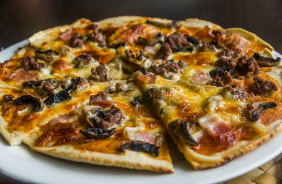 Seabreeze Resort: Pizza from the wood fire oven