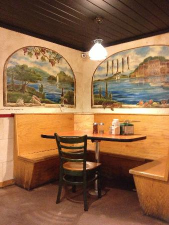 DeLosa's Pizza: dining room