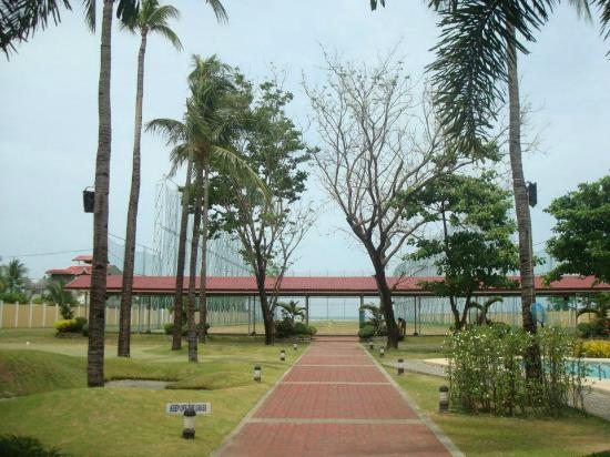 Lingayen, Filipinas: Path to the putting green