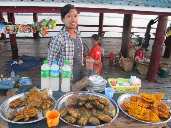 U Bein Bridge: try this local beer in the bottle and snacks!