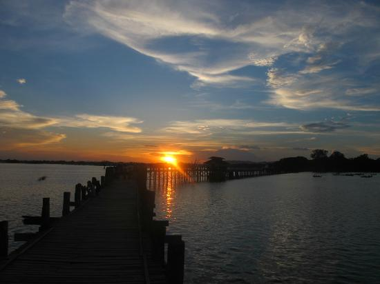 U Bein Bridge: Awesome sunset