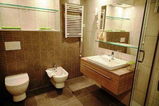 Vitta Hotel Superior Budapest: Hotel Viktoria Superior, bathroom