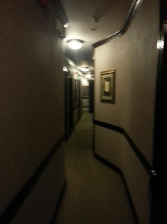 Hotel 17: couloir