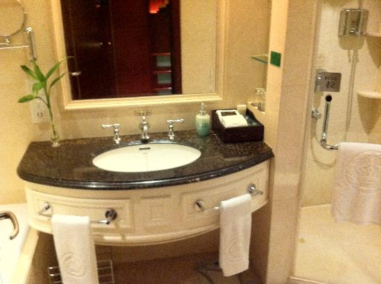 Leidisen Winning Hotel Shangyu: Luxurious washing sink