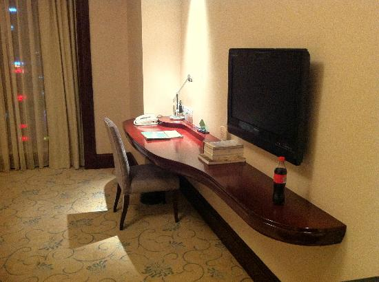 Leidisen Winning Hotel Shangyu: A comfortable business desk