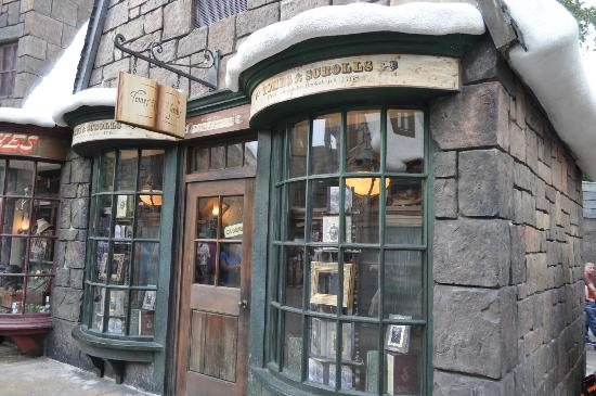 The Wizarding World of Harry Potter: More shops.