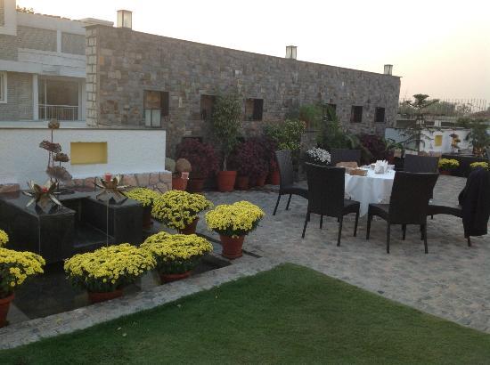 Mantra Amaltas: restaurant