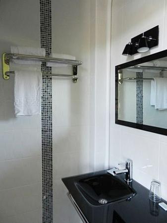 Hotel du Val de Saone : Bathroom