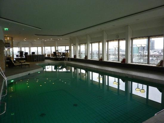 rooftop pool bild von hotel nikko d sseldorf d sseldorf tripadvisor. Black Bedroom Furniture Sets. Home Design Ideas