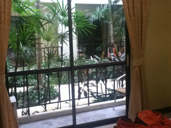 Rambuttri Village Inn & Plaza: Vue sur le jardin