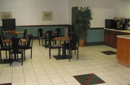 Eighth Street Motel: Breakfastbarone