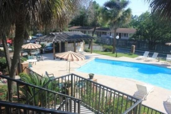 Americas Best Value Inn Valdosta : Exterior Pool