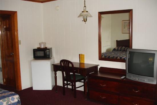 Washington & Lee Motel: Guest Room
