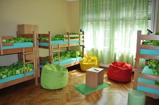 Habitat Hostel: 8 bed dorm