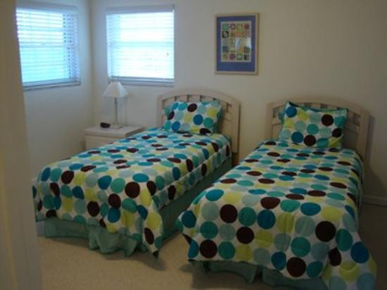 Northern Lights Condos: Guest Room