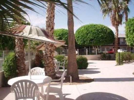 Knights Inn & Suites Yuma: Outside
