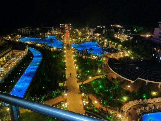 Delphin Imperial Hotel Lara: Nachtausblick - Imperial - vom 7. Stock - wie in Las Vegas...