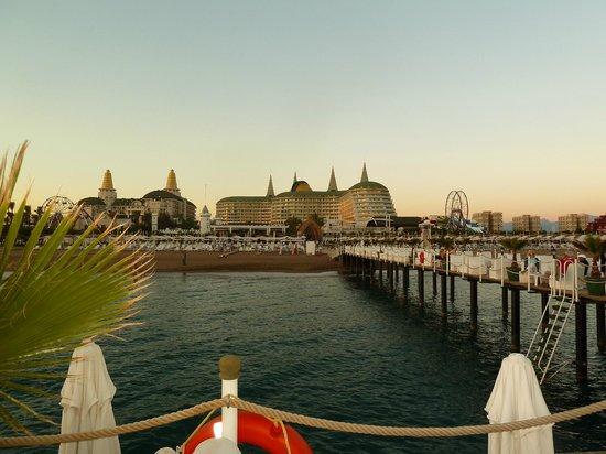 Delphin Imperial Hotel Lara: ein wunderschöner Blick von der Seebrücke zum Delphin Imperial Hotel